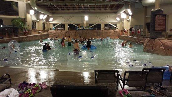 Wilderness at the Smokies Resort: Wave pool