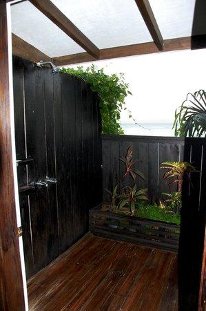 COCOS Hotel Antigua : Outdoor shower