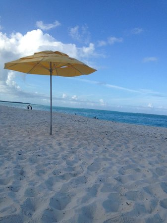 Treasure Cay Beach, Marina & Golf Resort : Beach - just a short walk across the property