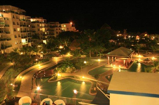 Hotel Playa Blanca Beach Resort: jardin la nuit