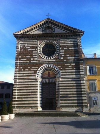 San Francesco a Prato, facciata