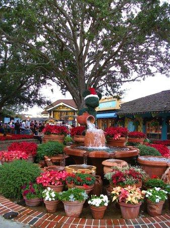 Disney Springs: Adorable Christmas decorations!