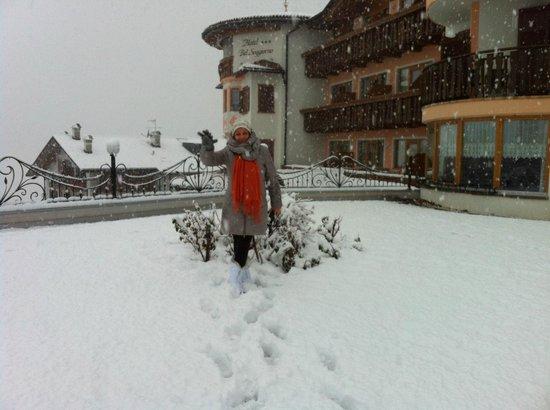 Cortile deell\'hotel - Bild von Blumenhotel Belsoggiorno, Malosco ...