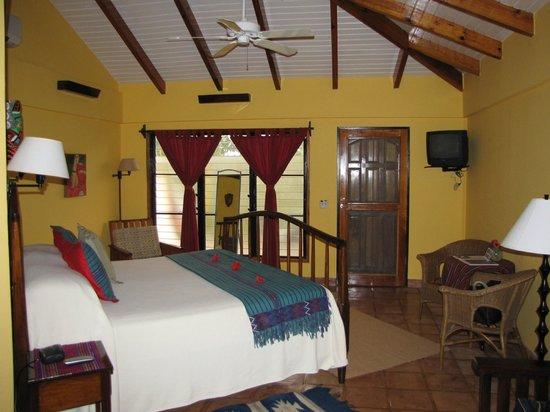 Robert's Grove Beach Resort: king bedroom