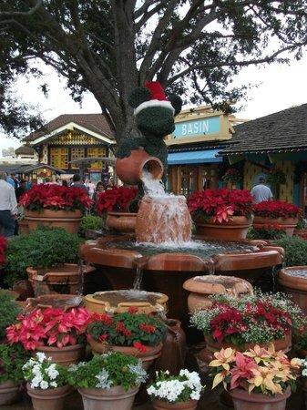 Disney Springs : Adorable Christmas decorations!
