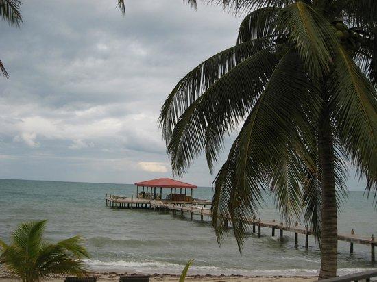 Robert's Grove Beach Resort: beach bar