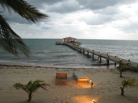 Robert's Grove Beach Resort: beach