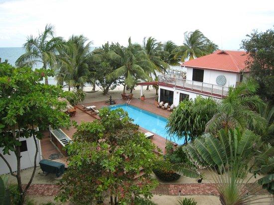 Robert's Grove Beach Resort: view of pool/beach from room