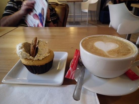 Cupcake Corner : coffee and cake!