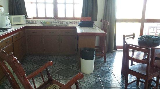Best Western Tamarindo Vista Villas: Kitchen