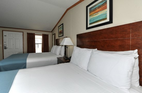 InstaLodge Hotel and Suites: Two Queens Bedroom
