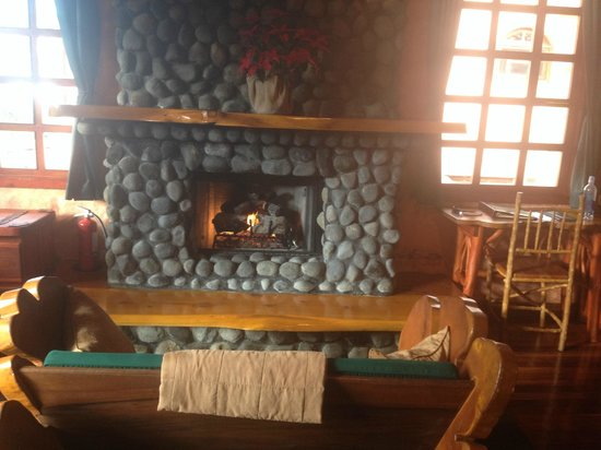 Peace Lodge: Fireplace in room