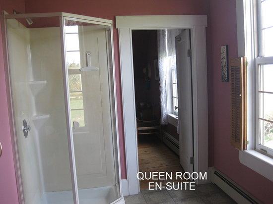 Century House Bed & Breakfast Pottery & Gallery : Ocean View Queen En-suite