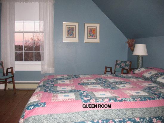 Century House Bed & Breakfast Pottery & Gallery : Ocean View Queen