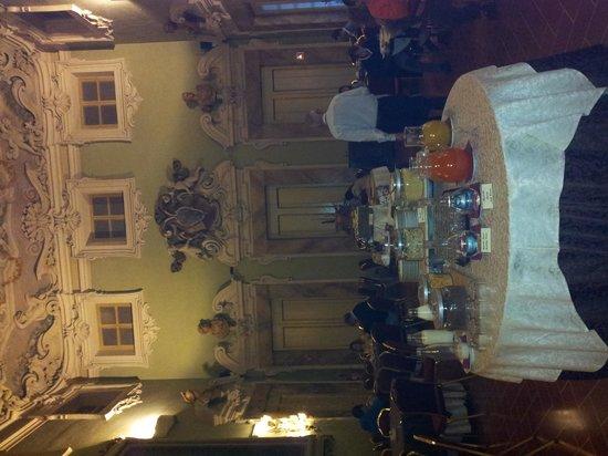 B4 Astoria Firenze: sala colazione