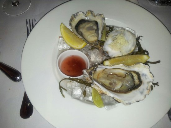 Opus Restaurant: Oysters