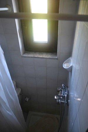 Pegasos Beach Hotel: Extra Shower