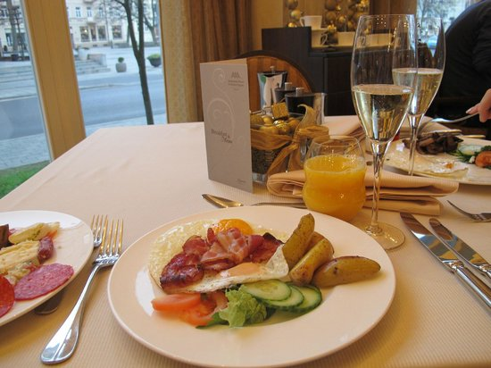 Kempinski Hotel Cathedral Square: Great breakfast
