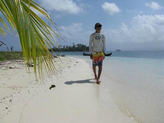 Sailing Blue Sky: Beautiful beaches!
