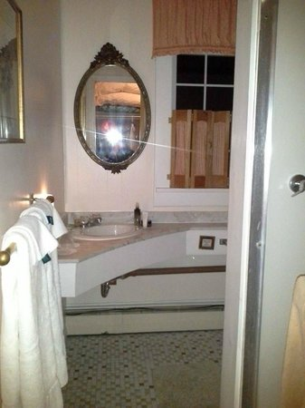 The Frogtown Inn: Suite #5 bathroom