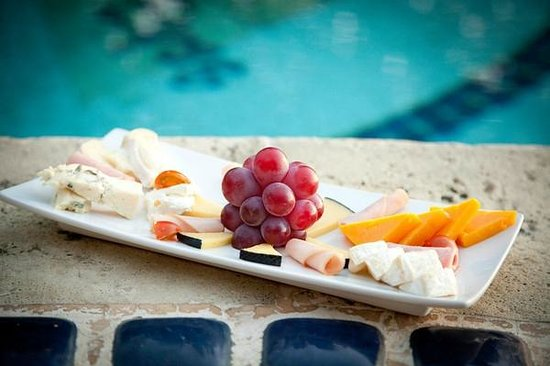 Pelican Eyes Resort & Spa: Meats and Cheeses