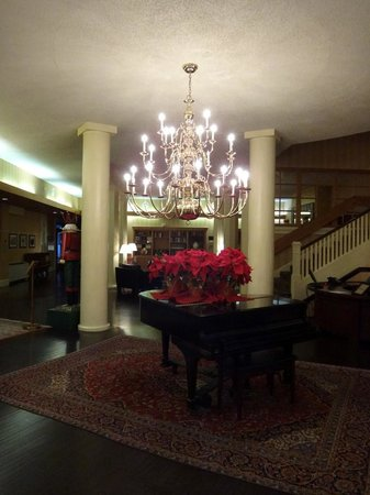 The Shawnee Inn and Golf Resort: Hotel lobby