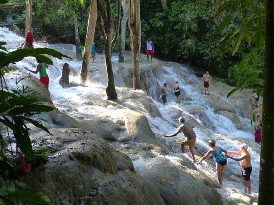 Dunn's River Falls and Park : chutes de la rivière Dunn, Jamaïque