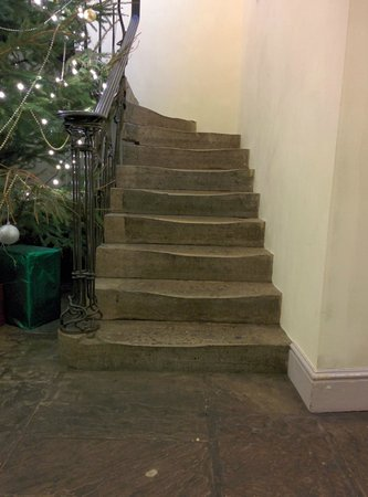Stanwell House Hotel: Old Stone staircase - nice.