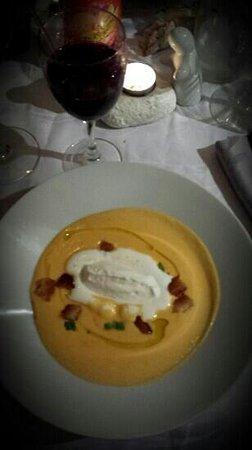 L'Ecureuil: velouté de butternut... un délice.  La photo ne lui rend pas hommage