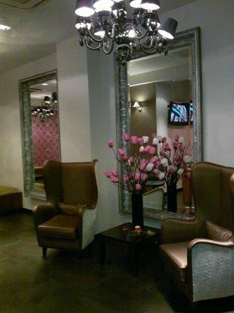 BEST WESTERN Maitrise Hotel: the Entrance