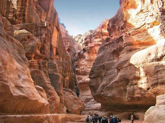 Petra Guesthouse : Entering Petra