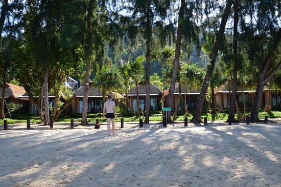 Tup Kaek Sunset Beach Resort : vue des bungalows plage