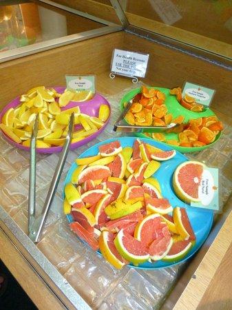 Sun Harvest Citrus: Sampling the fruits