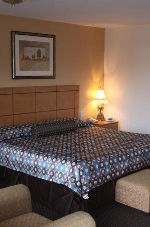 New Relax Inn : KING BED