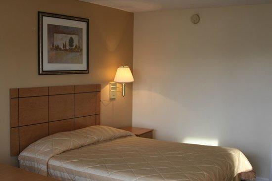 New Relax Inn : QUEEN BED