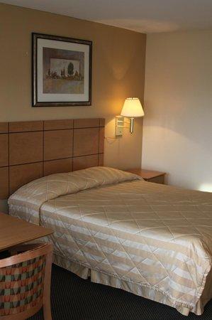 New Relax Inn: QUEEN BED
