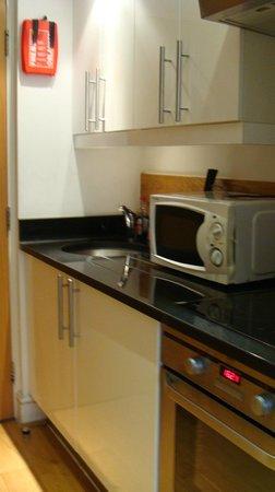 Hyde Park Suites: Kitchen