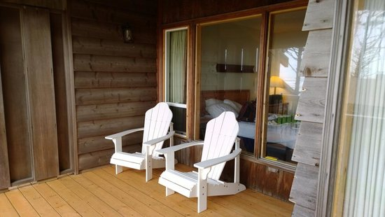 Kalaloch Lodge: Deck, with bedroom in background