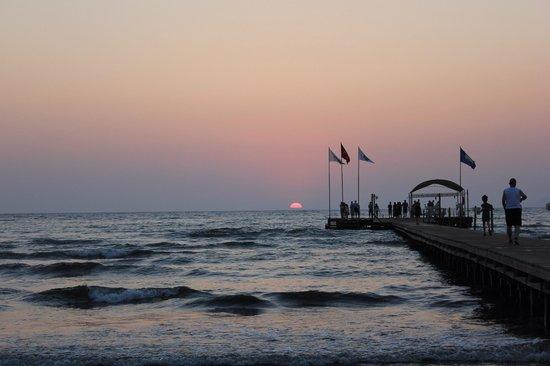 Aquafantasy Aquapark Hotel & SPA : Pier for the sunsetting photos