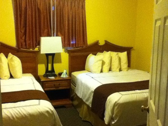 Best Western Durango Inn & Suites: Separate 2-Queen Bedroom (pic 1)