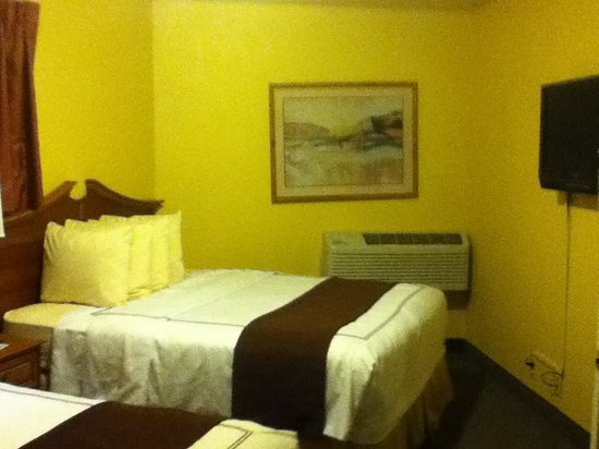 Best Western Durango Inn & Suites: Separate 2-Queen Bedroom (pic 2)