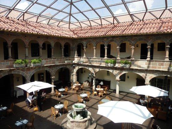 Casa Andina Premium Cusco : Praça onde é servido os jantares e o café da manhã