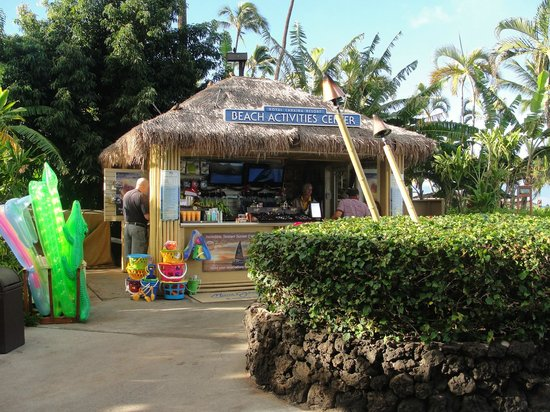 Royal Lahaina Resort: Beach activity center