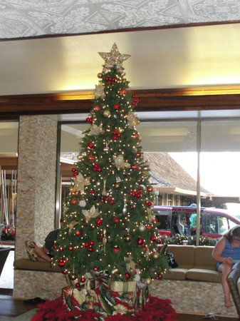 Royal Lahaina Resort: Christmas Tree in the lobby