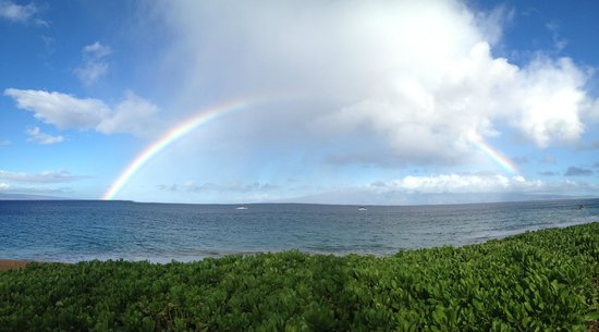 Royal Lahaina Resort: We watched the rainbow while eating our breakfast