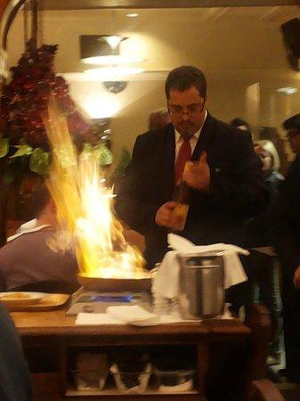 Aux Armes de Bruxelles: Flambéed crêpes