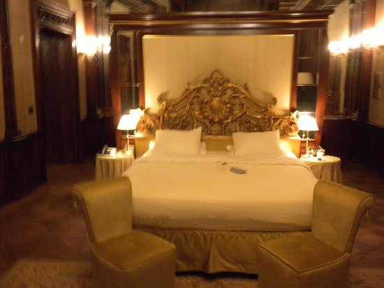 Hotel Ai Reali di Venezia : Junior Suite - view of bed