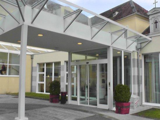 Badener Hof: Вход в отель