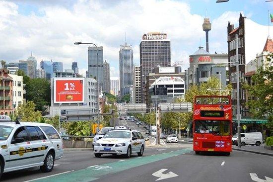 Ibis budget Sydney East : Fachada do Formule 1 - prédio cinza à esquerda