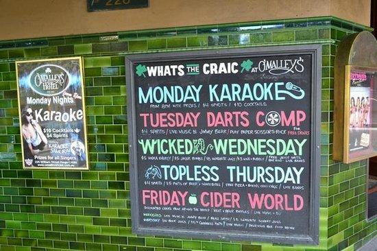 Ibis budget Sydney East : Pub em frente ao hotel